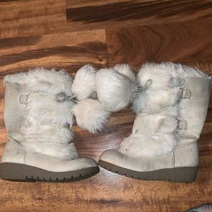 Shoes - Fluffy girls boots size 10 toddler